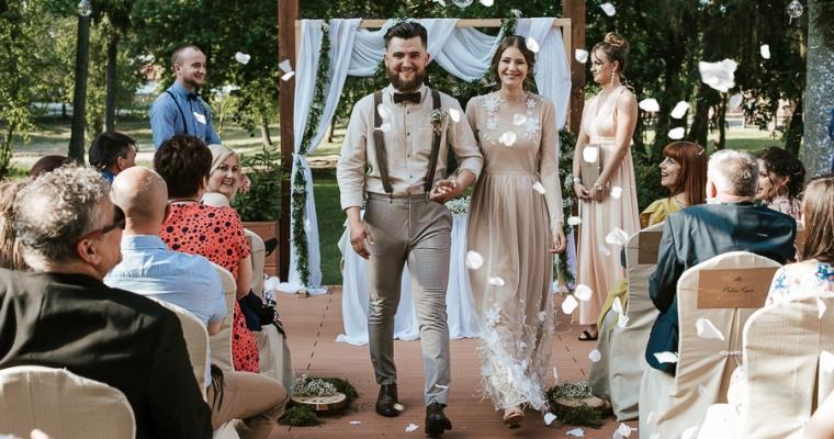 Sara i Tobiasz, plenerowy ślub w Strzeszynie