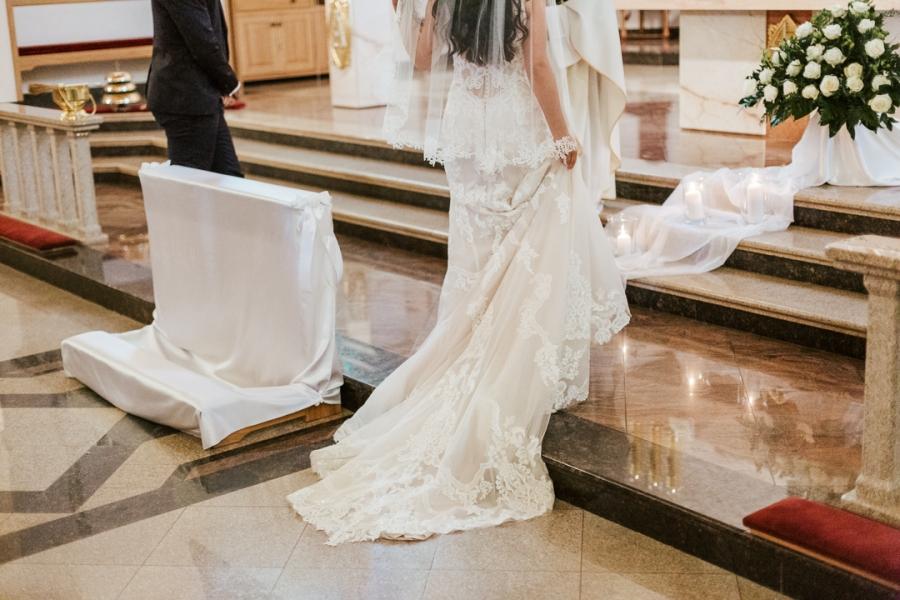 ręcznie robiona suknia ślubna
