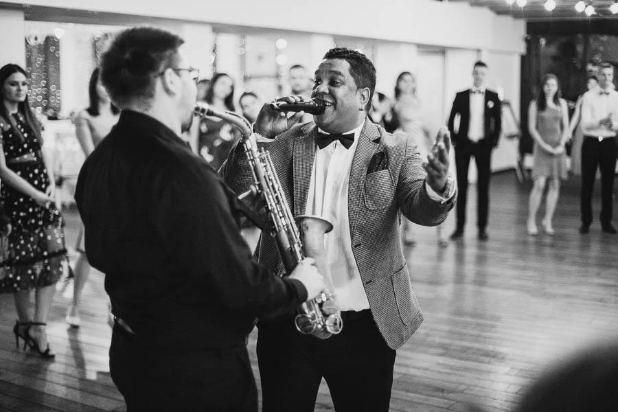 czarno białe zdjęcia ze ślubu