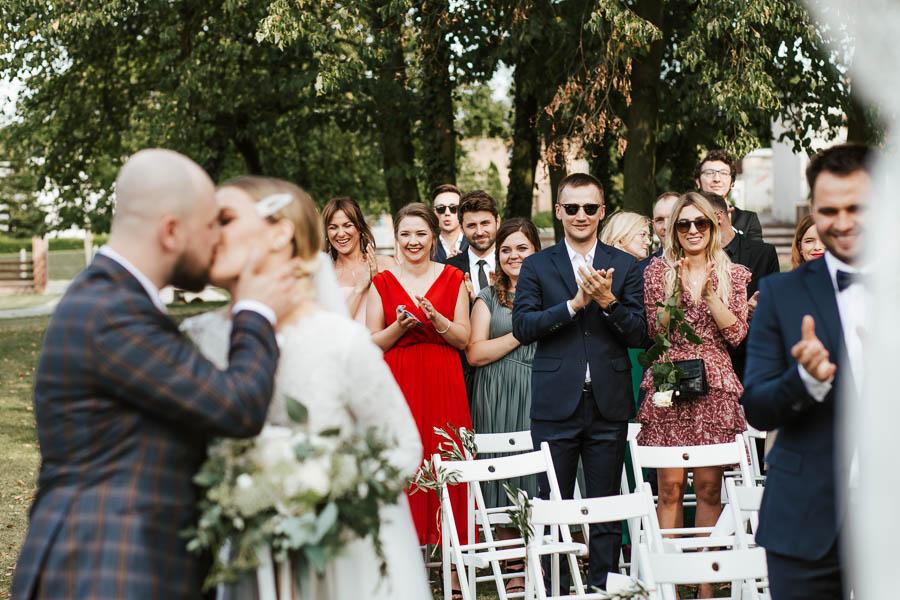 fotografie ślubne wesele w plenerze